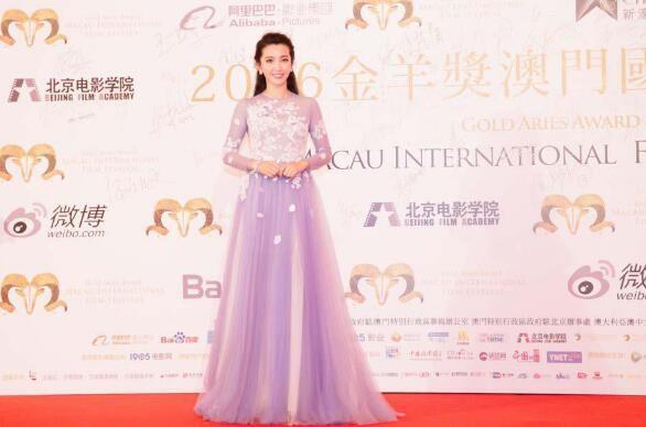 宝齐莱代言人李冰冰佩戴雅丽嘉腕表出席电影节