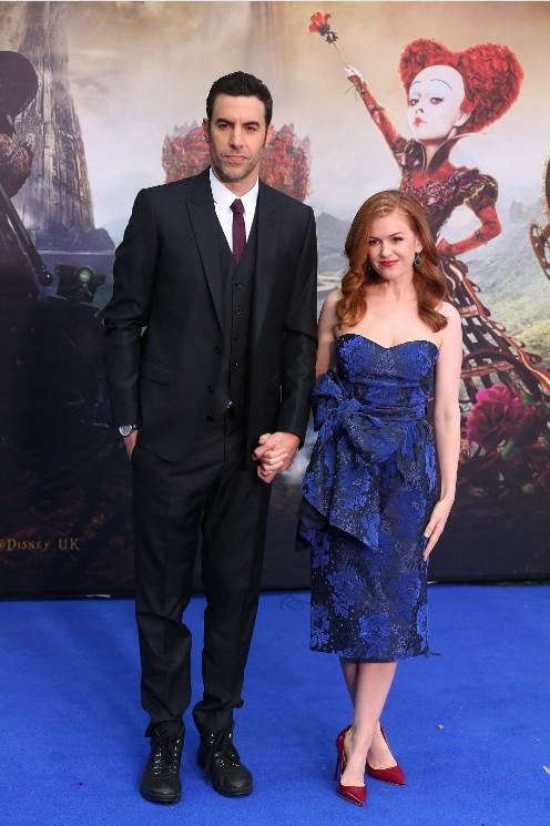 萨莎·拜伦·科恩佩戴万宝龙两地时腕表亮相《爱丽丝梦游仙境2》首映礼