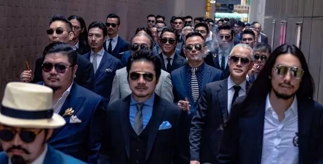100个男人的成熟标记:西装