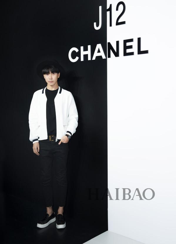 韩火火亮相香奈儿(Chanel) J12非黑即白多维体验展