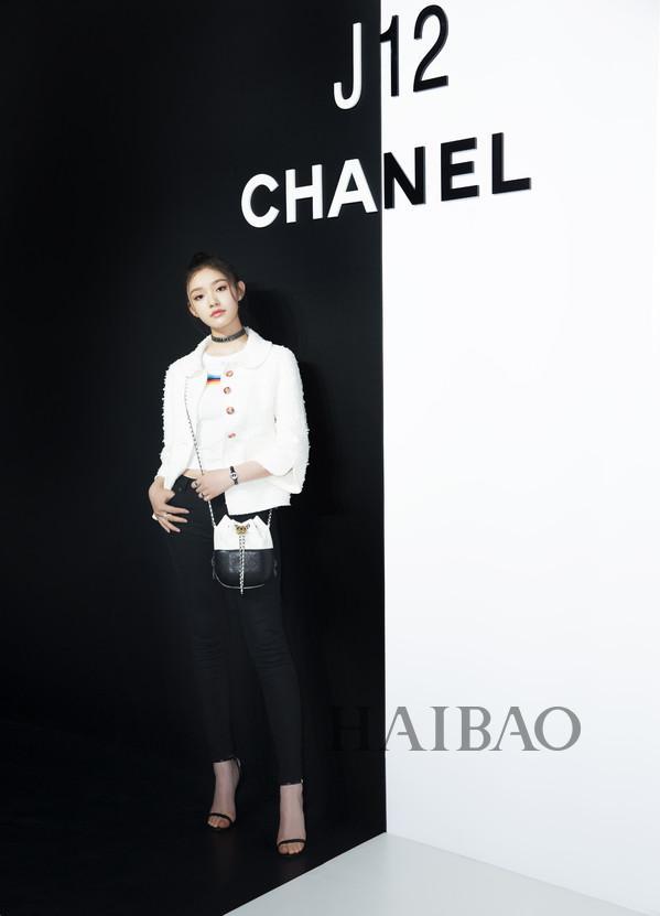 林允亮相香奈儿(Chanel) J12非黑即白多维体验展