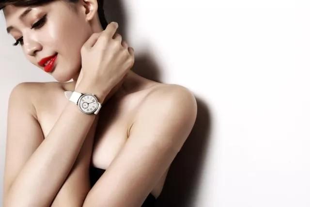 男人送一枚手表给女友,很难吗?