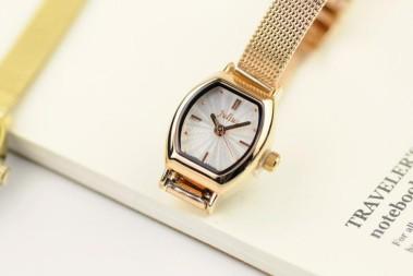 钢带手表的表带如何截短,如何调节?又要注意什么?