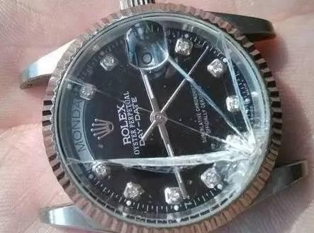 全自动机械手表前面玻璃怎么换_镜面撞到墙角蹦了一块