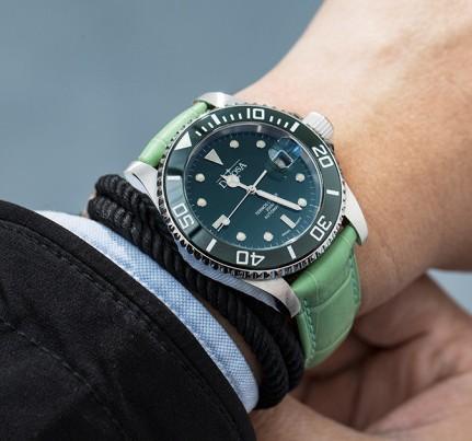 全自动机械手表不带每天摇多久才能保证手表正常计时