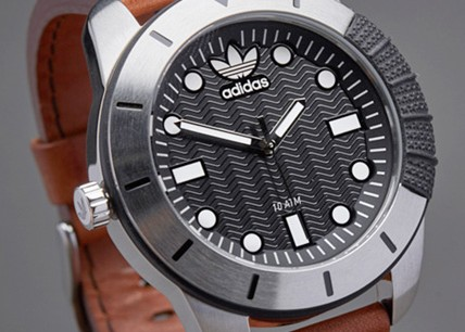 阿迪达斯adiads手表是自动的吗_手表怎么样?