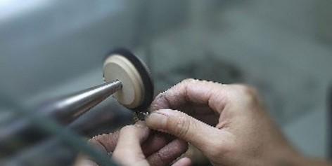 手表表壳不小心有划痕了,怎么进行修复和保养?