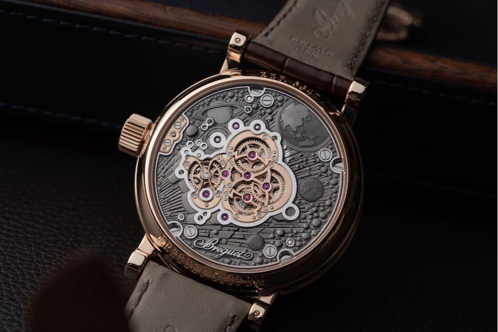 手表正面好看没用,还要看机芯美不美。