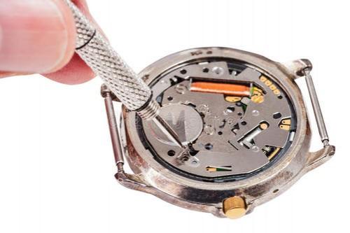 石英表电池更换时间是多久?赫柏林石英表电池没电不换会怎么样?手表维修
