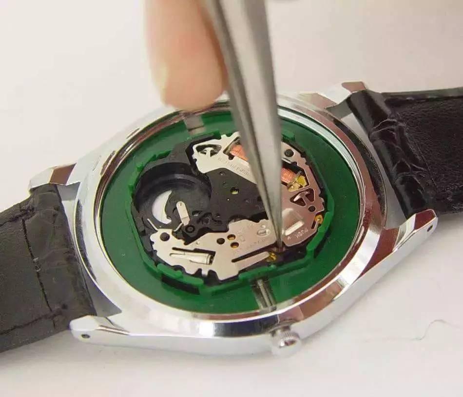 石英手表电池多久换一次?赫柏林石英表电池贵吗?手表维修